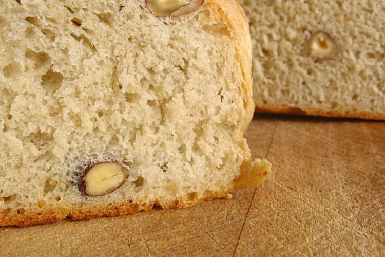 Pain à la farine bise de blé et aux noisettes