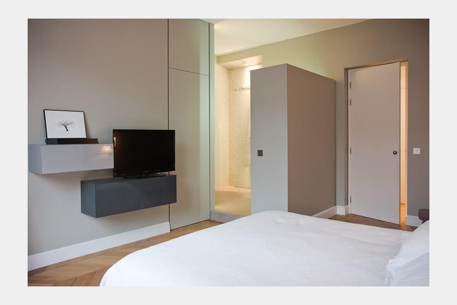 Une salle d 39 eau ouverte sur la chambre for Mini salle d eau dans une chambre