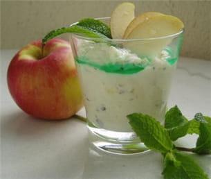 mousse aux pommes à la menthe fraîche.