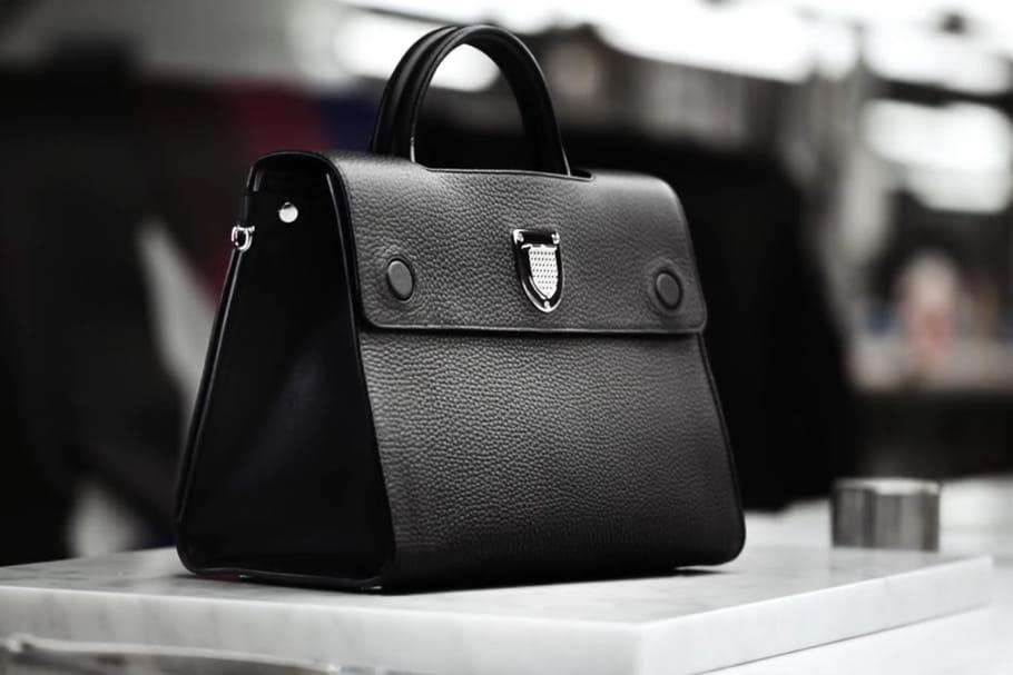 Les secrets de fabrication du it-bag Diorever