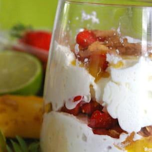 verrine tropicale de fruits frais