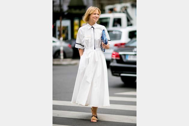 Street style à Paris : la robe chemisier chaste