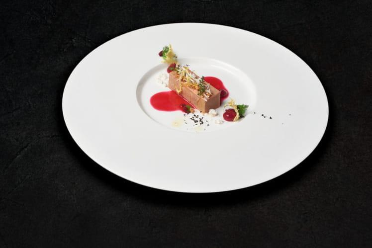 Foie gras, mousse de betterave au café et amandes fumées