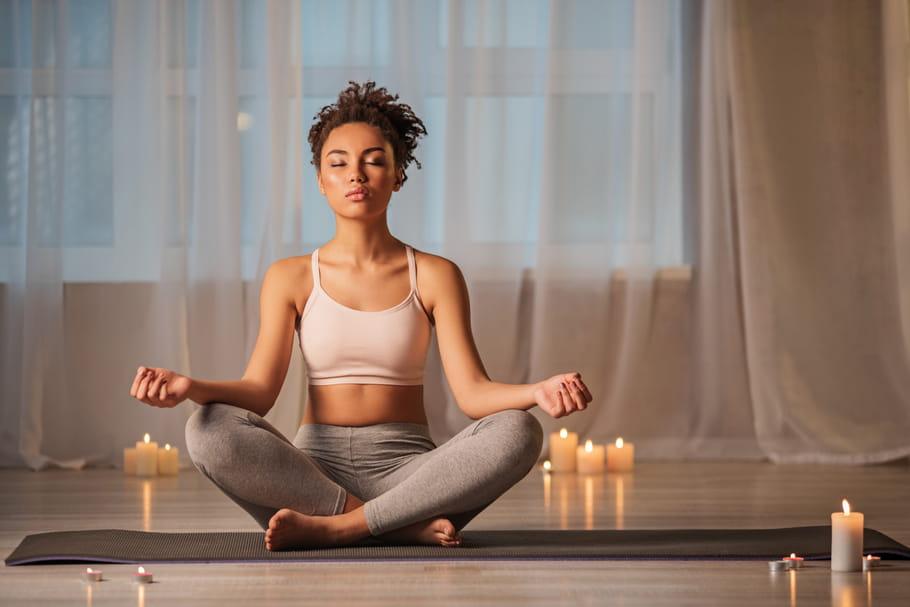 Yoga Bikram: tout savoir sur ce yoga qui fait perdre du poids