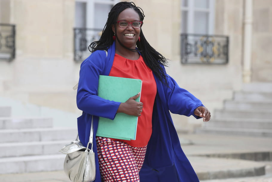 Sibeth Ndiaye mouille sa chemise pour le New York Times: mode, couture, rondeurs