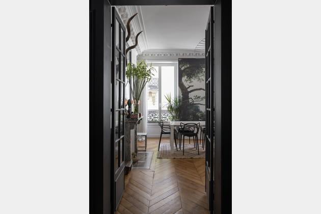 Des portes vitrées noires