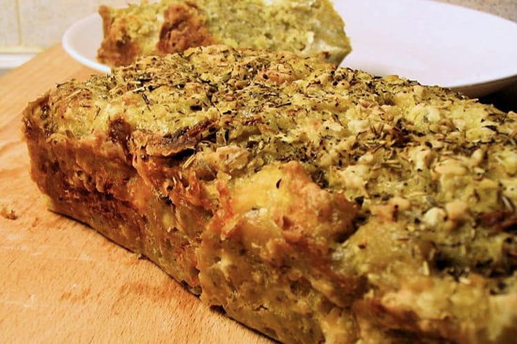Cake au pesto, chèvre et oignons
