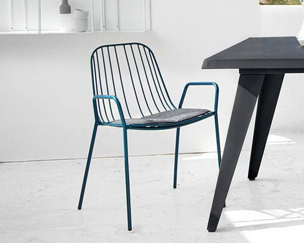 chaise en m tal bleue d 39 am pm. Black Bedroom Furniture Sets. Home Design Ideas