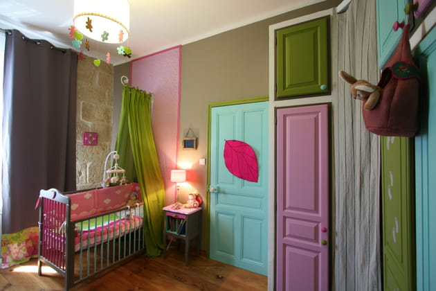 Une porte turquoise et verte