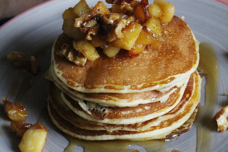 Pancakes à la ricotta, pommes et noix au sirop d'érable