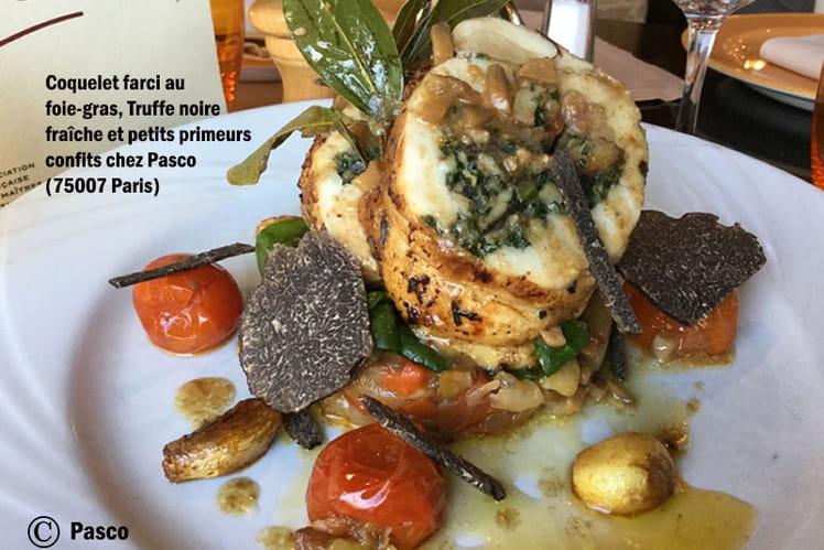 Coquelet farci au foie-gras, Truffe noire fraîche et petits primeurs confits