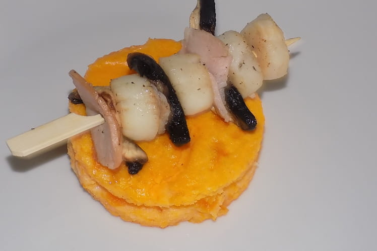 Brochettes de saint-jacques et flan de courge butternut
