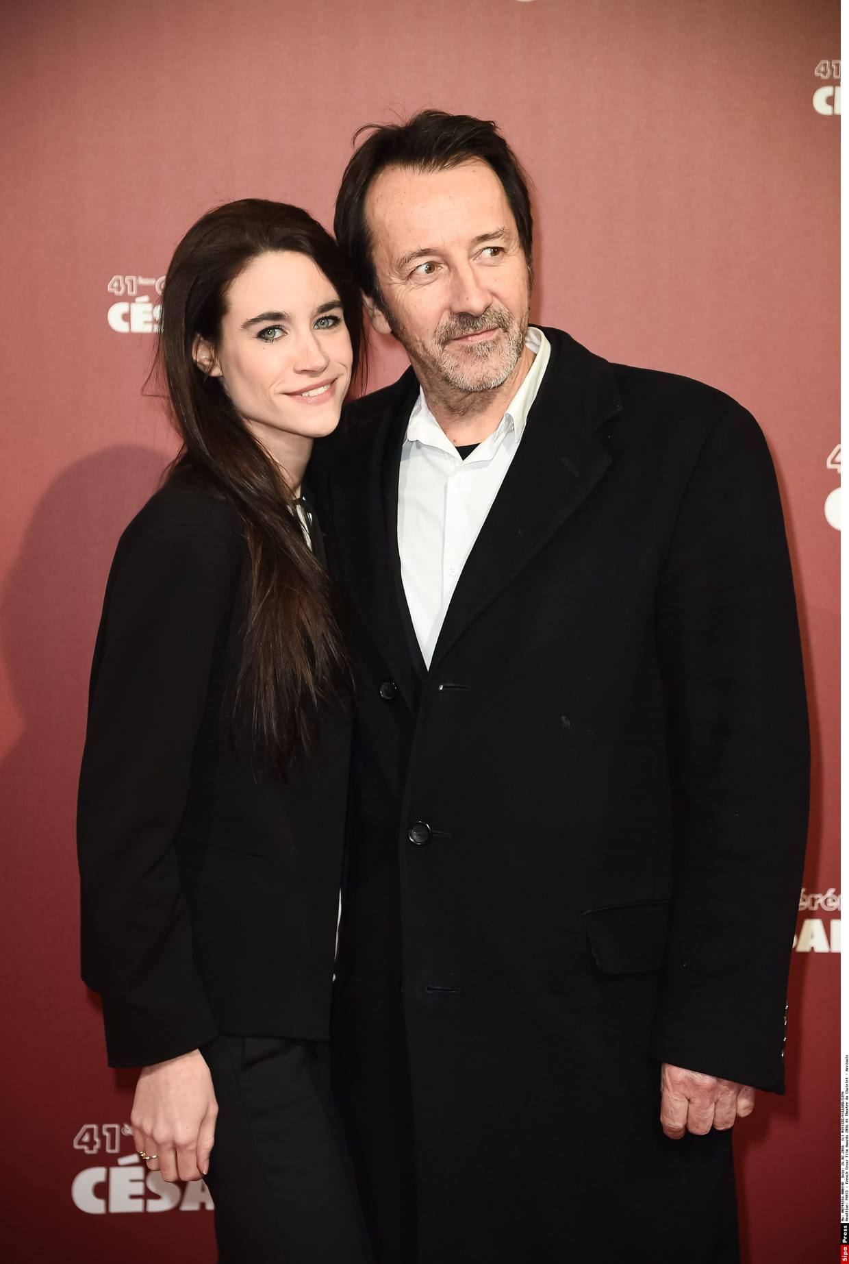 journaliste Anglade Jean et sa Hugues compagne qTqRZXwx