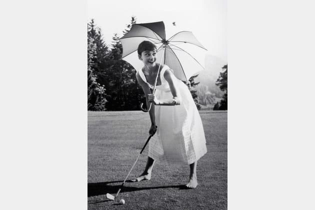 Audrey Hepburn en robe blanche