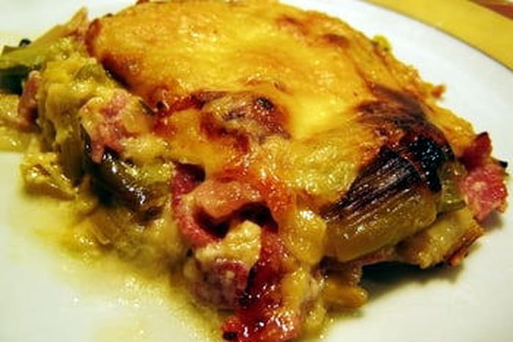 Gratin de poireaux, jambon et fromage à raclette