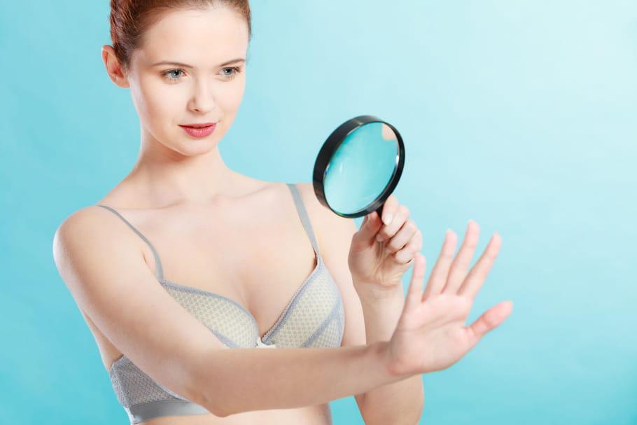 Onglejaune, bleu, fissuré: que signifient ces symptômes?