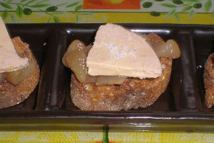 Toast de foie gras sur compoté de poire
