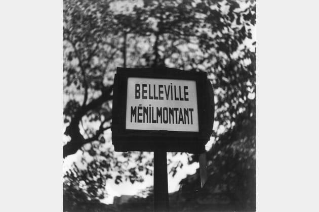 """Potelet de la station d'autobus n°96, couverture du livre """"Belleville-Ménilmontant"""""""