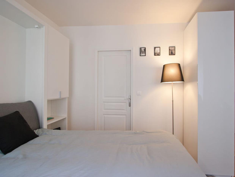 Chambre blanche pour petit espace for Petit espace chambre