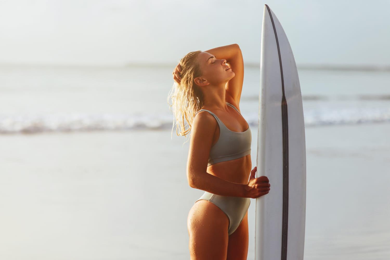 Comment obtenir une silhouette fine et tonique grâce au surf?