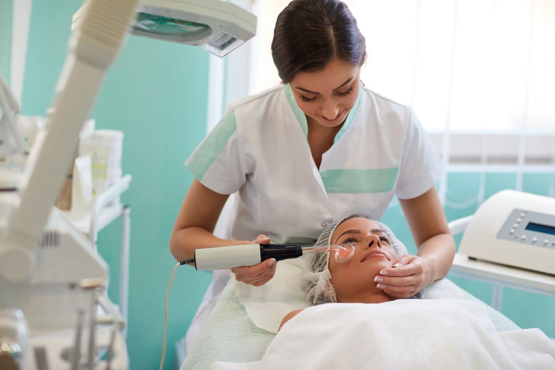 Traitement de l'acné: hormonale, juvénile, adulte, que faire?