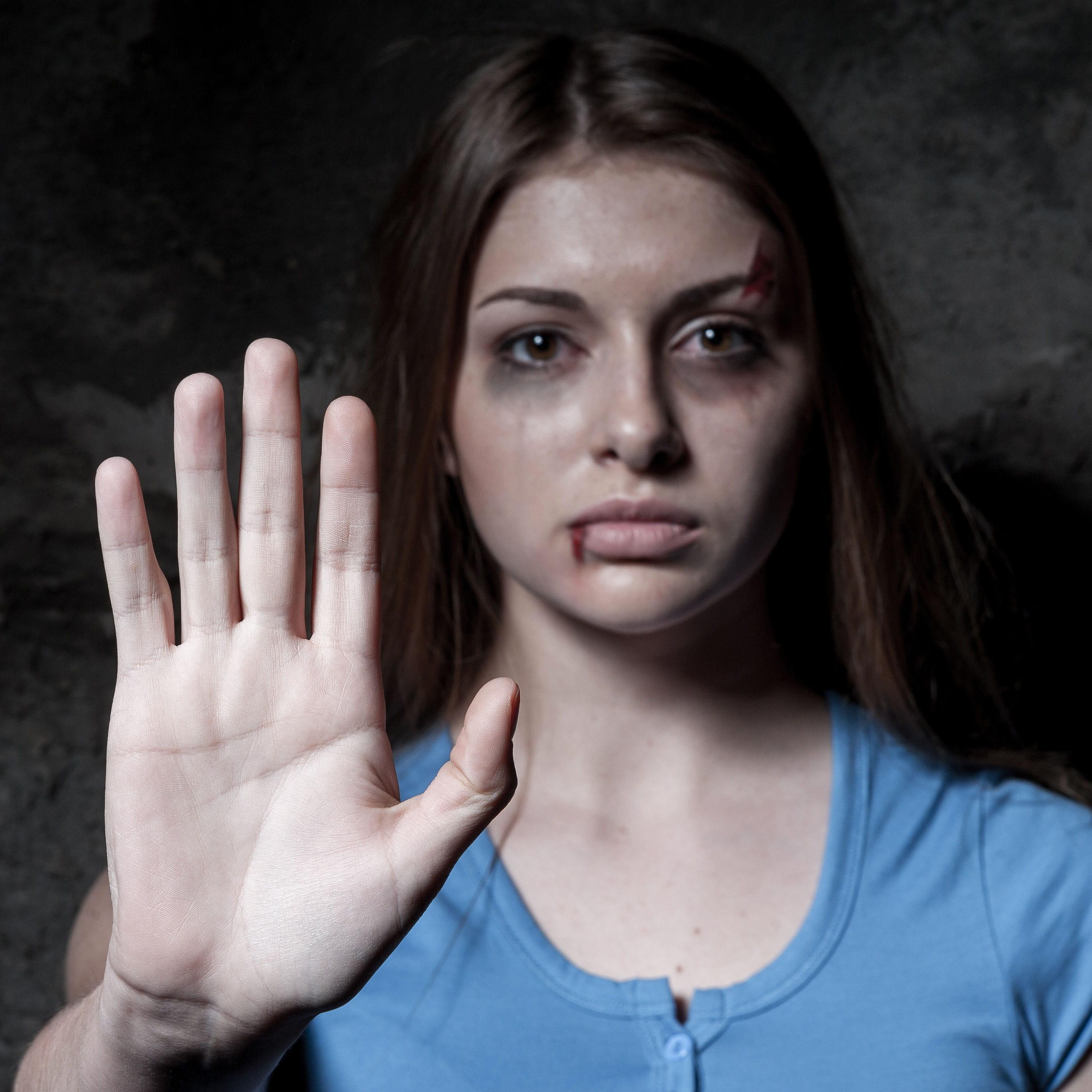 violences conjugales une avocate incite les femmes battues quitter leur conjoint. Black Bedroom Furniture Sets. Home Design Ideas