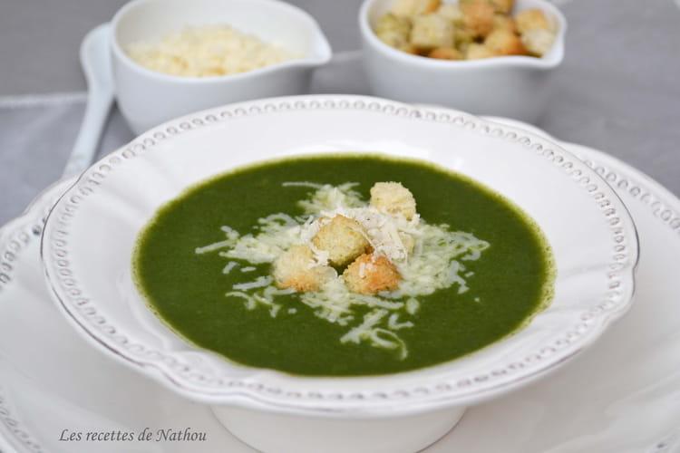 Soupe aux épinards et au parmesan