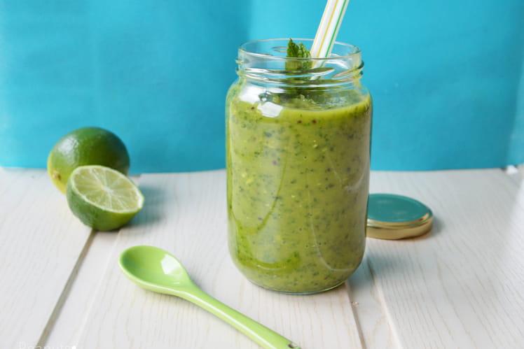 Green Smoothie avocat, kiwi, ananas, noix de coco