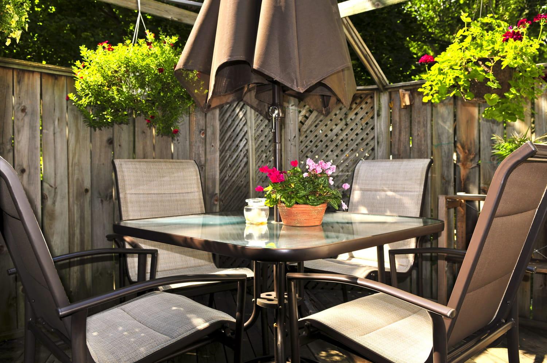 Meilleure table de jardin: des modèles pour déjeuner dehors