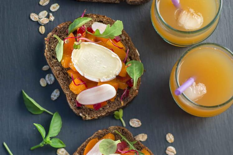 Tartines abricot, pain noir et En Cas de Caprice