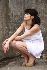voici une tenue idéale pour synthétiser de la vitamine d : bras et jambes nues
