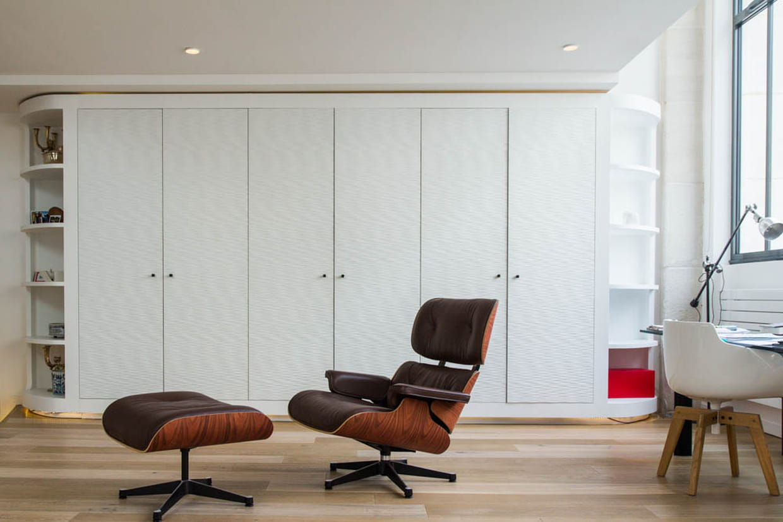 Un grand placard blanc pour tout ranger for Grand placard salon