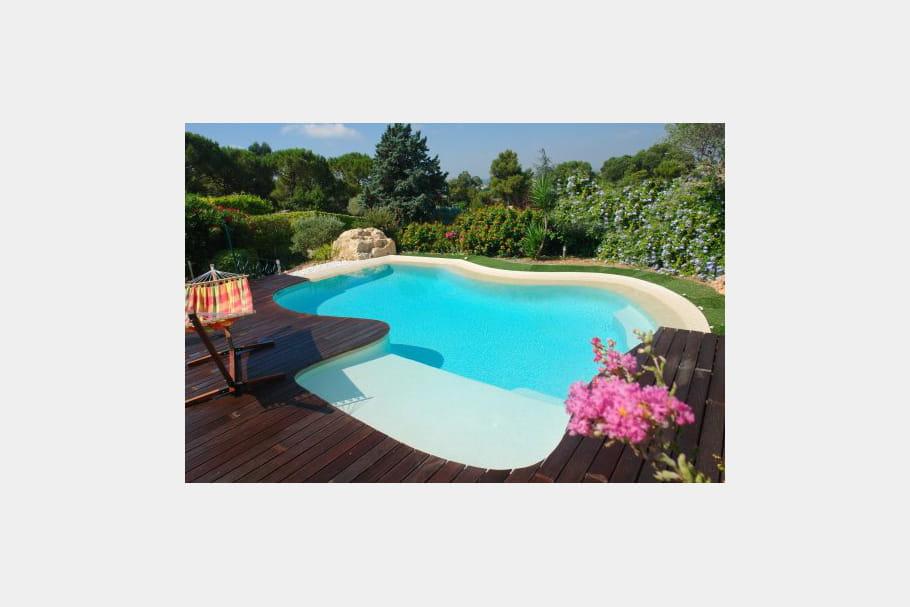 Une piscine tr s exotique des piscines de r ve pour for Piscine jardin exotique