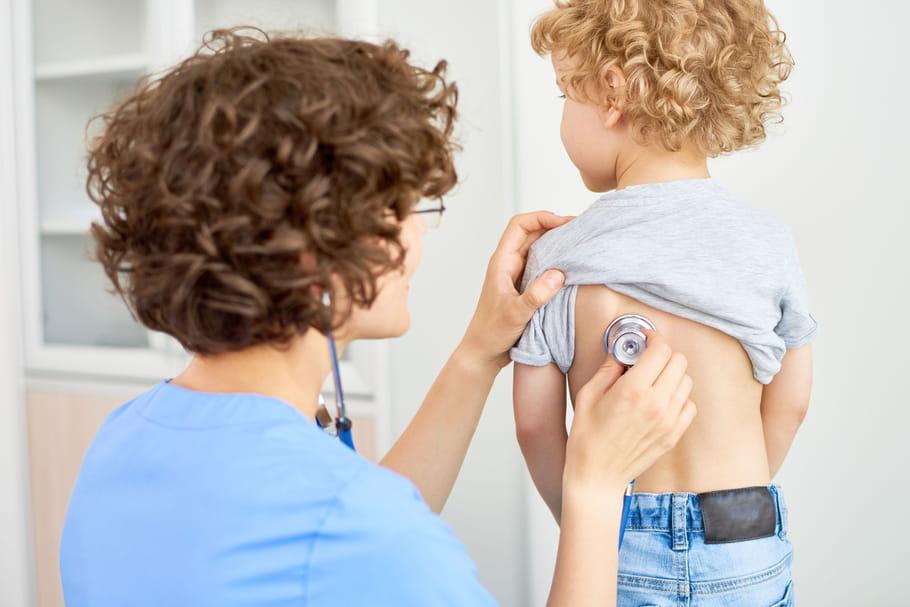 Bronchite chez l'enfant: symptômes, traitements