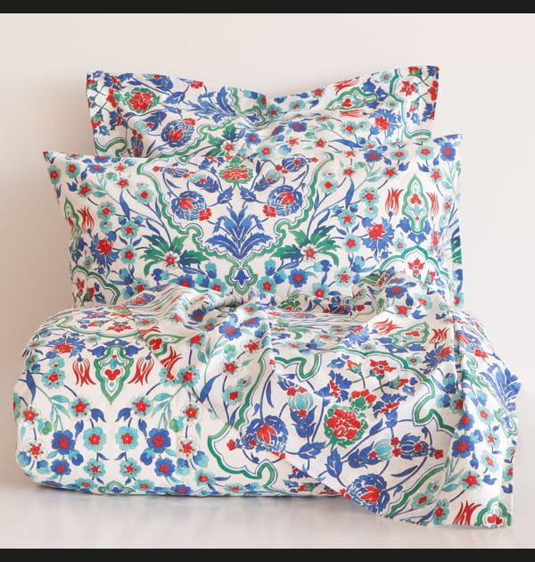 Linge de lit aux motifs floraux
