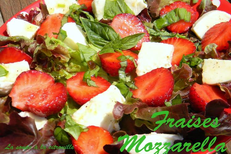 Salade de fraises-mozzarella au basilic