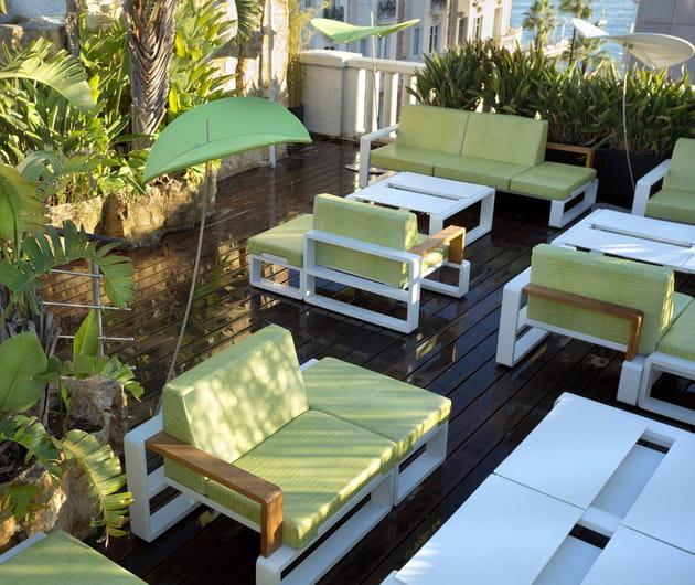 Le mobilier de jardin vert anis
