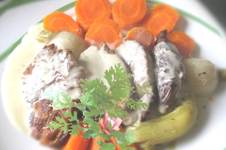 Selle d'agneau rôtie à la crème d'ail