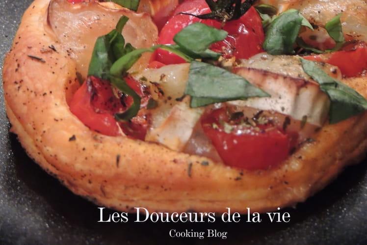 Tartelettes tomates cerise, chèvre, piment d'espelette et basilic