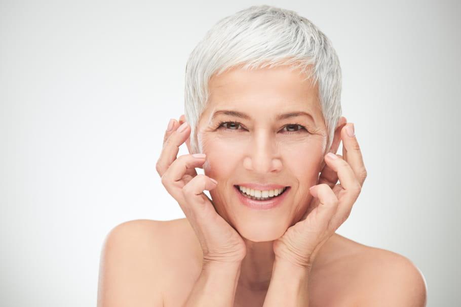 Fermeté du visage: les bons gestes pour lutter contre le relâchement cutané
