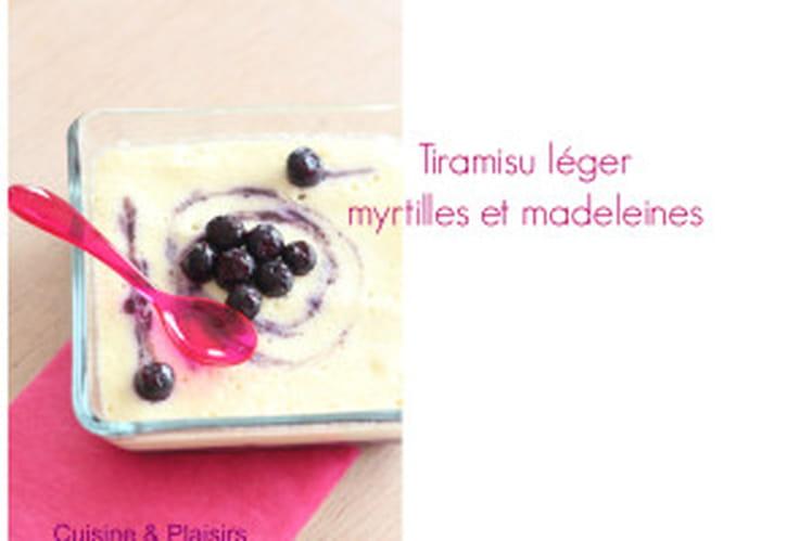 Tiramisu léger à la myrtille et aux madeleines