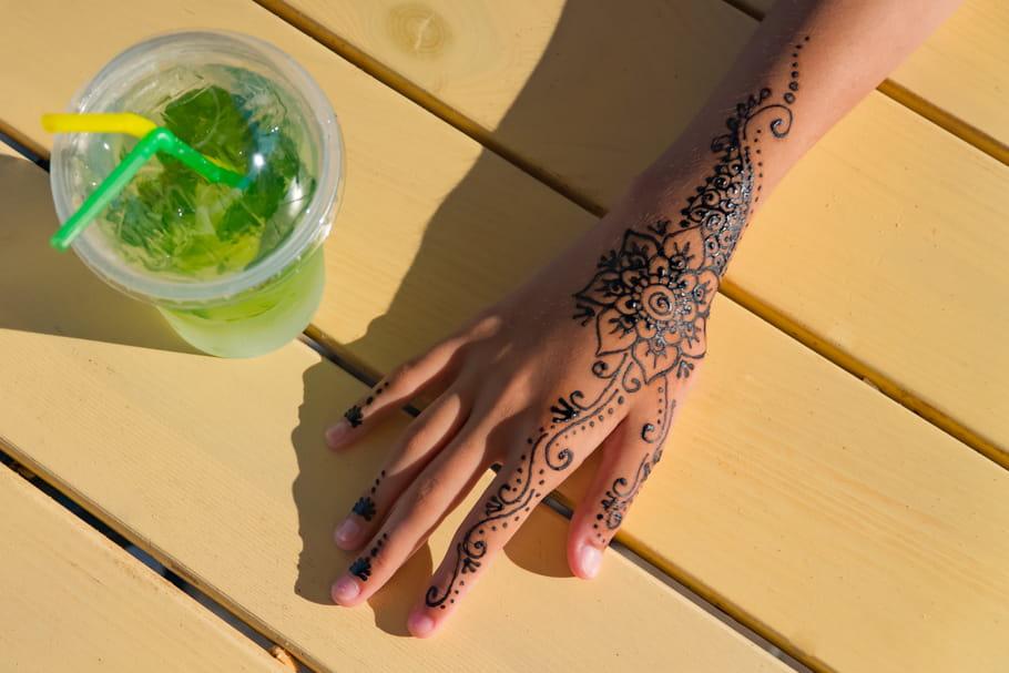 Tout ce qu'il faut savoir avant un tatouage sur le doigt