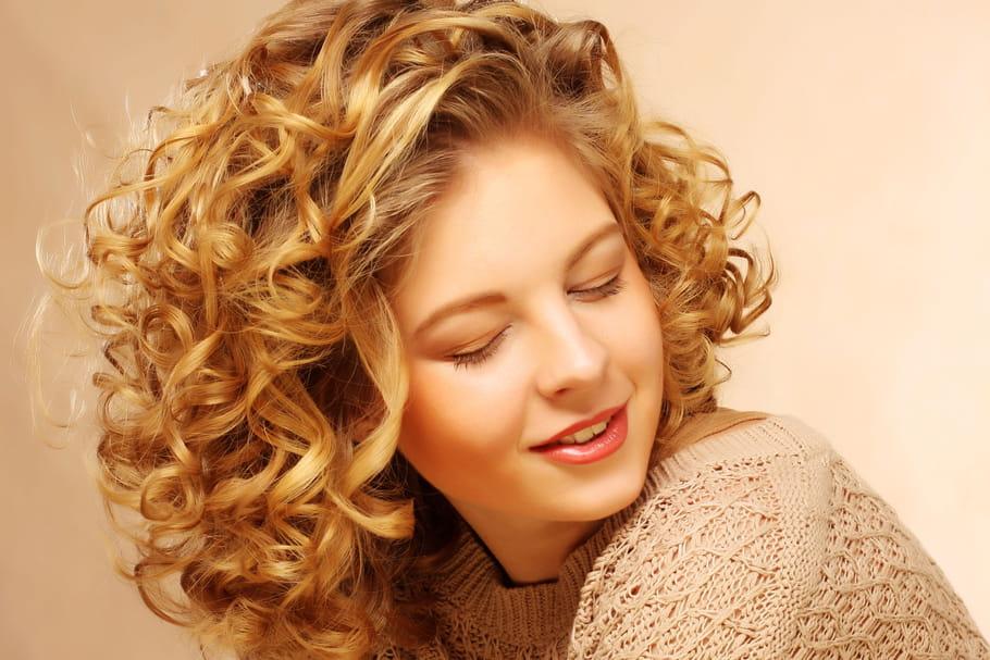 Comment entretenir et coiffer une permanente