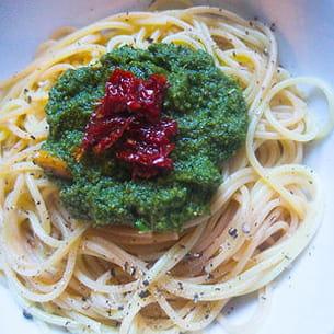 spaghetti pesto coriandre tomates séchées