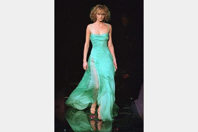 Amber Valletta le 5mars 1999