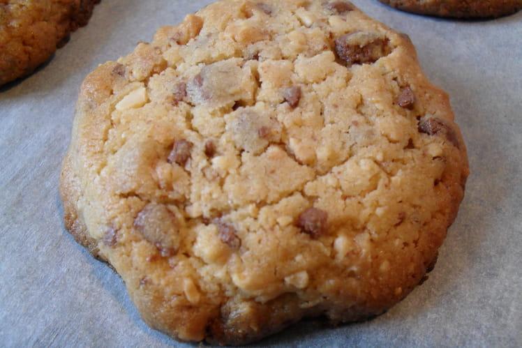 Cookies aux éclats de cacahuètes et pépites de chocolat au lait