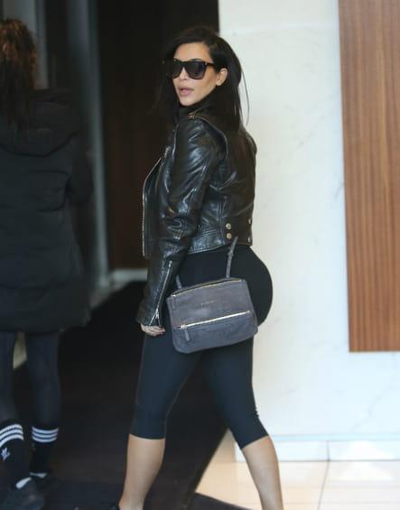 "Kim Kardashian et son ""Pandora Messenger"" de Givenchy"