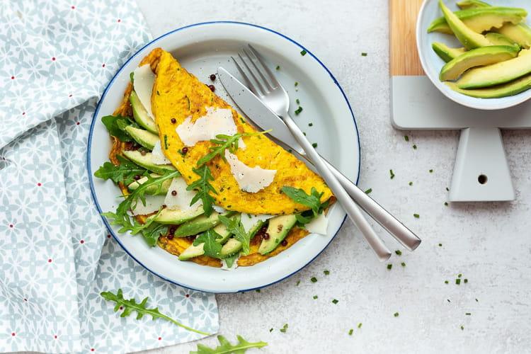 Omelette à l'avocat, au Parmesan et aux herbes