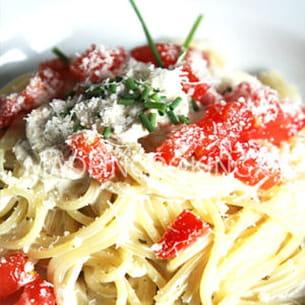 spaghettis à la crème, champignons et tomate fraîches