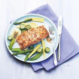 saumon glacé à la moutarde au miel et aux légumes poêlés